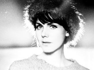 Anna in schwarz-weiß