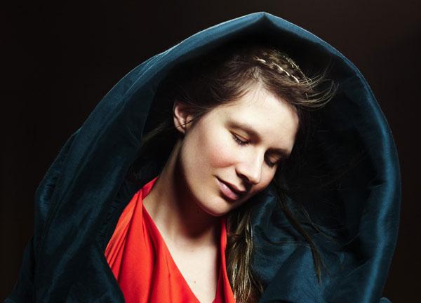 »Die Schönste von allen, von fürstlichem Stand kann Schönres nicht malen ein' englische Hand« Photo: Armelie Bouret