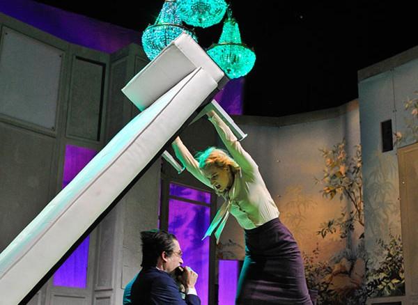 Dreieckskonstellation (Foto: Thorsten Wulff/Theater Lübeck)