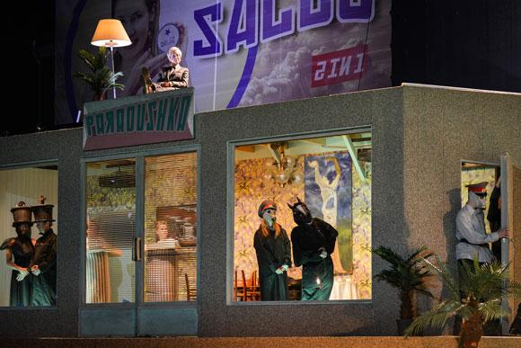 Unten das Chaos, oben das Böse (Bild: Theater Jena)