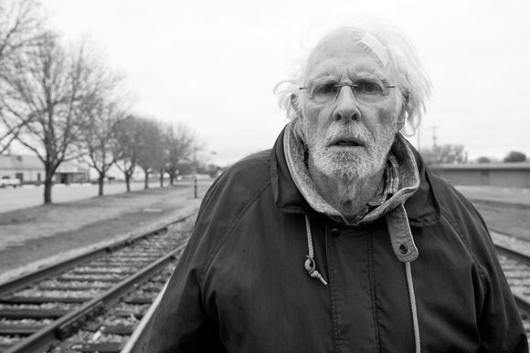 Zug nach Nirgendwo: Woody Grant (Bruce Dern) auf dem Weg zur ersten Million (Bild: Paramount)